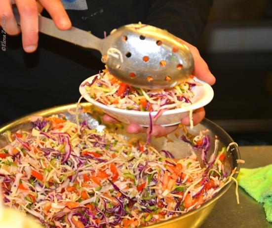 Капустный салат в Эли Караван