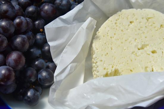 мускат и грузинский сыр