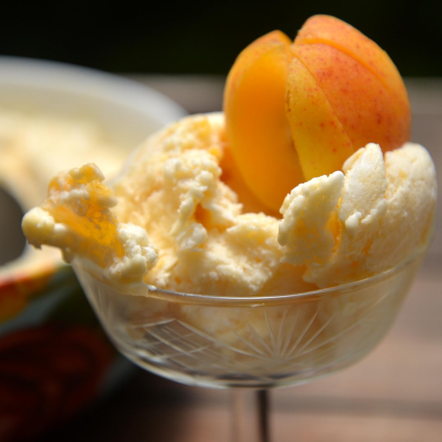 Натуральное абрикосовое мороженое