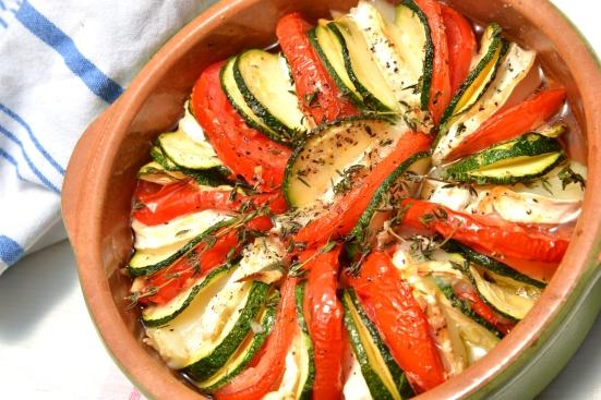 Тиан с цуккини, помидорами и козьим сыром