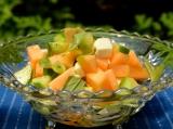 Летний салат из дыни иогурцов