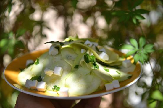 Салат из сырых кабачков или цуккини