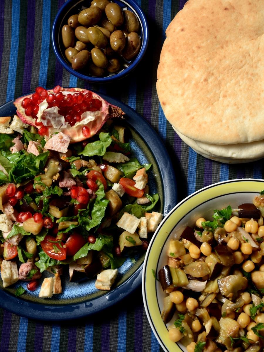 Салат с хумусом и салат с курицей - 2 салата в морокканском стиле