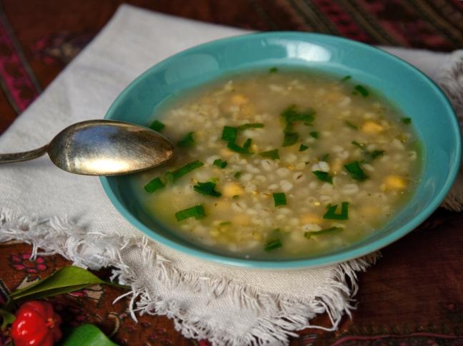 Армянский суп их хумуса (SISERR ABOUR)