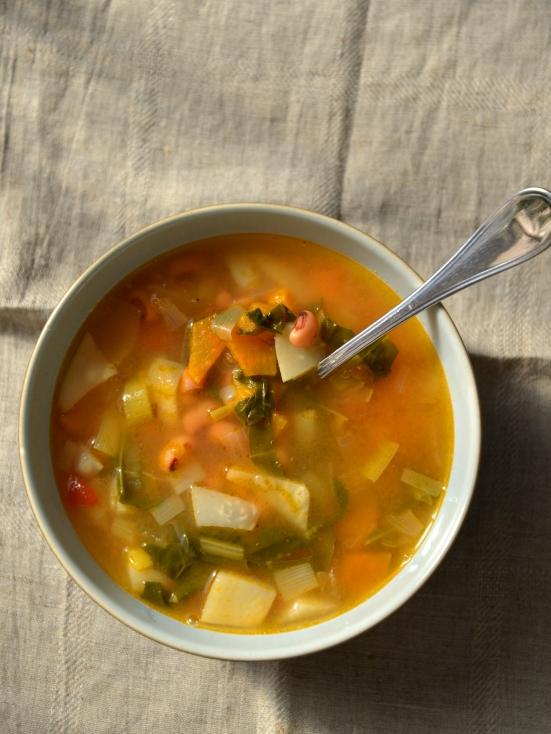 Зимний суп из фасоли с овощами