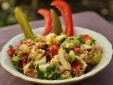 Израильский салат с тунцом избанки