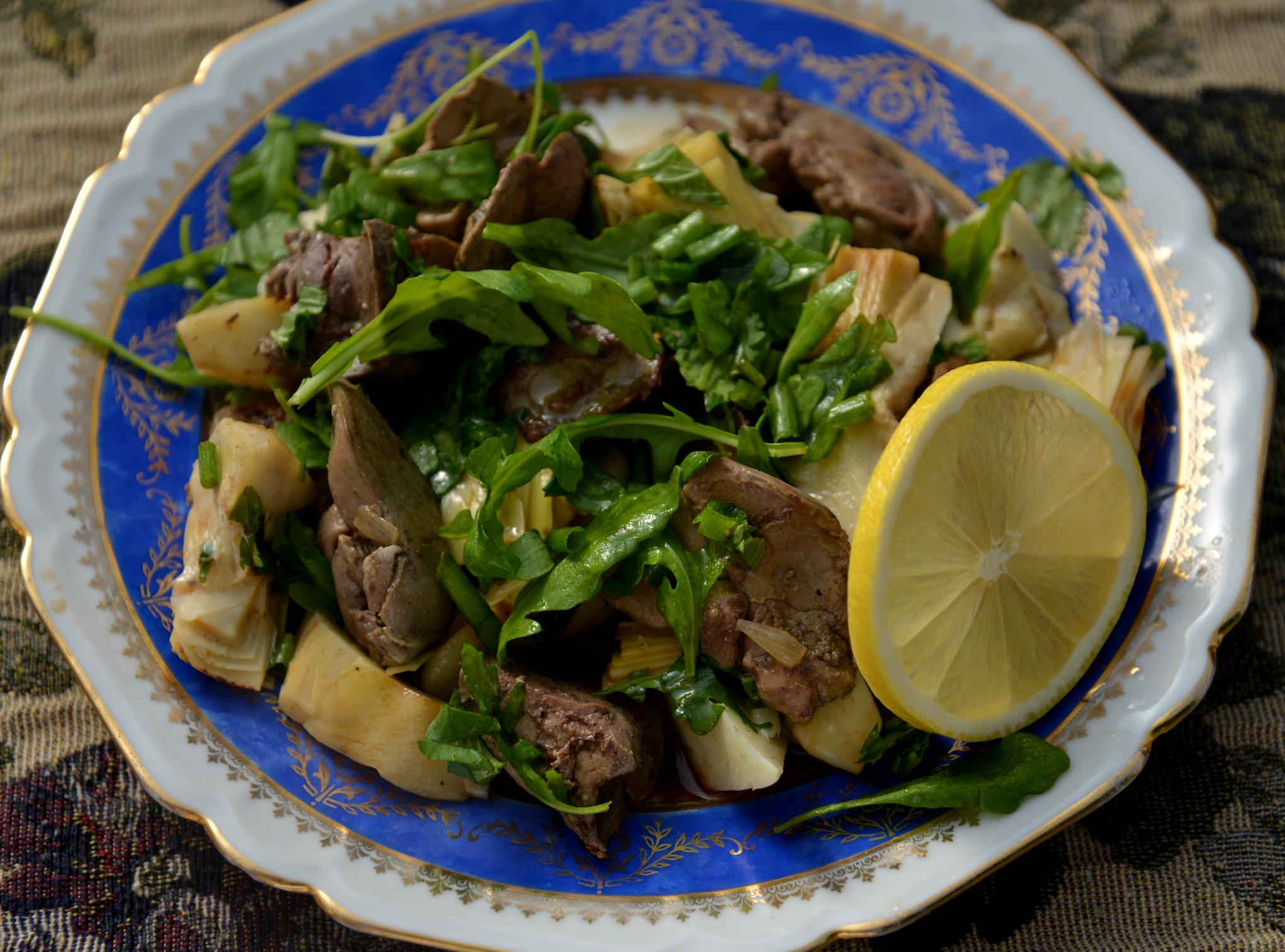 Салат из артишоков и куриной печенки